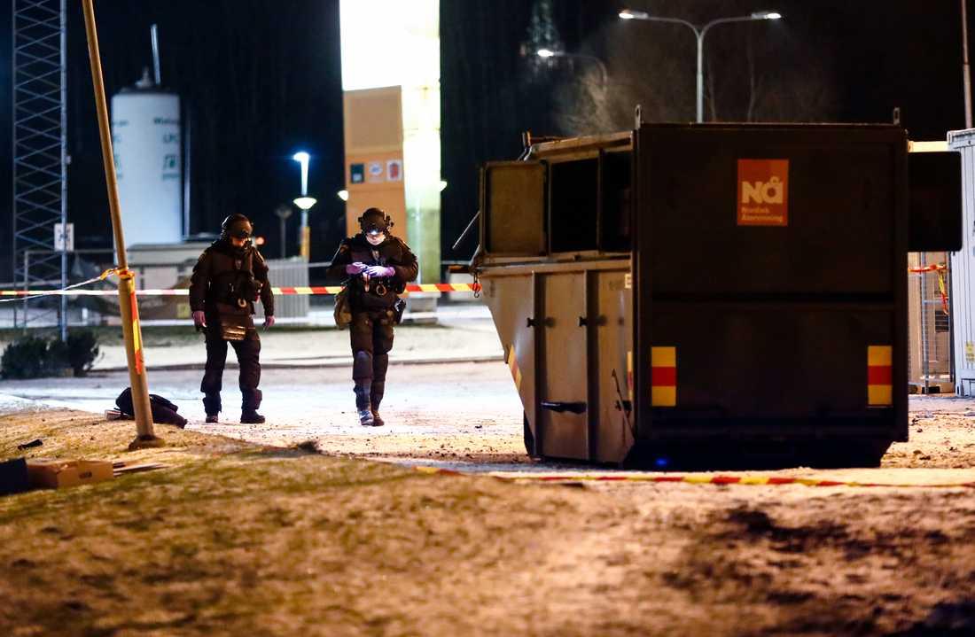 I ett av dåden exploderade en sprängladdning i en container i Göteborg.