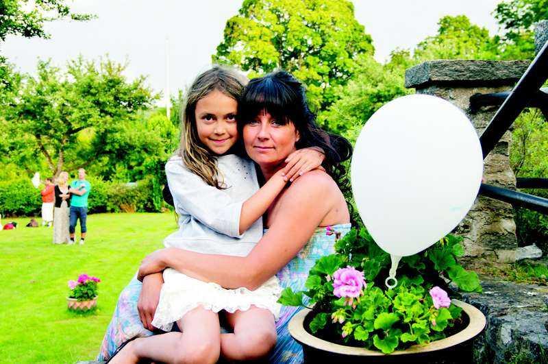 Hittade knölar i ljumsken  Elisabeth Erlandsson har genomgått tre behandlingar i Finland, och tumörerna har minskat.