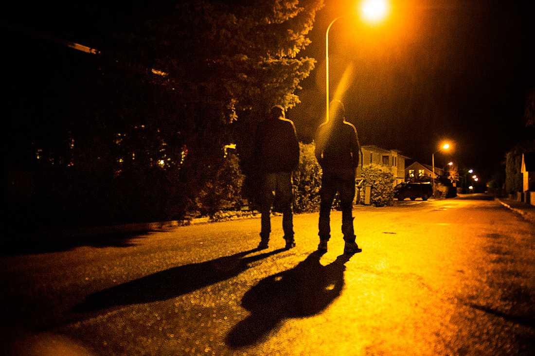 Två uppgiftslämnare till Aftonbladet berättar om 33-åringens dag innan dubbelmordsnatten. En av dem träffade själv honom i Linköping.