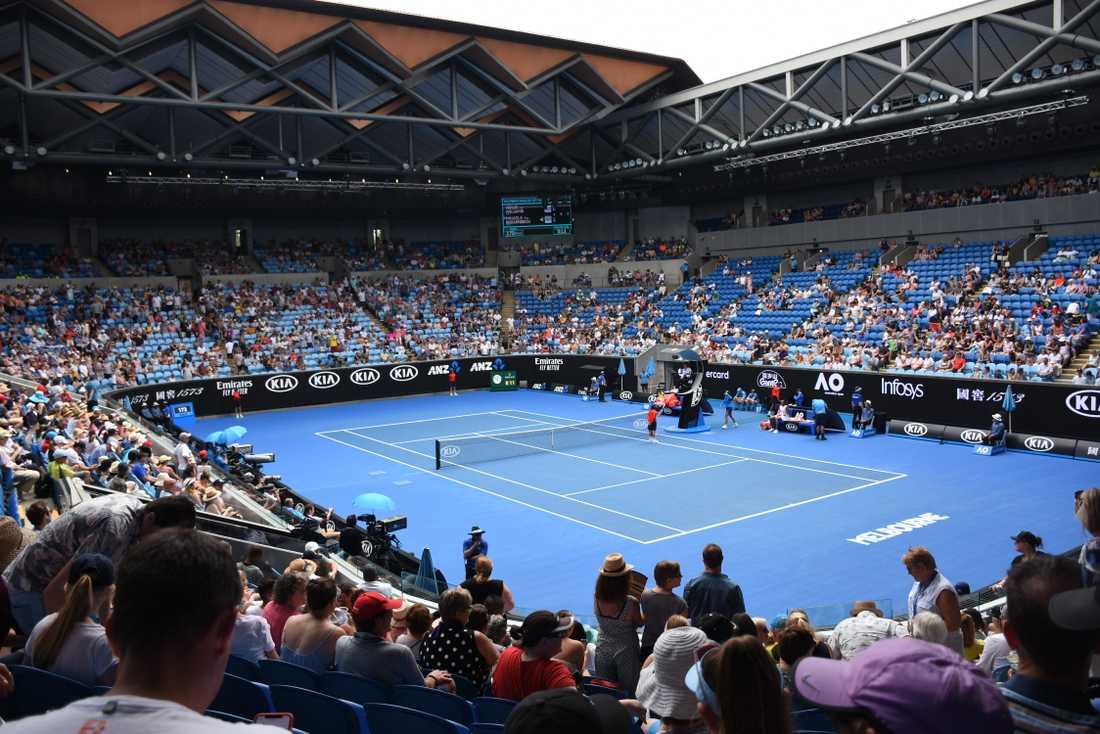 Rebecca Peterson och Johanna Larsson spelar båda på Margaret Court Arena i Melbourne Park i morgon.