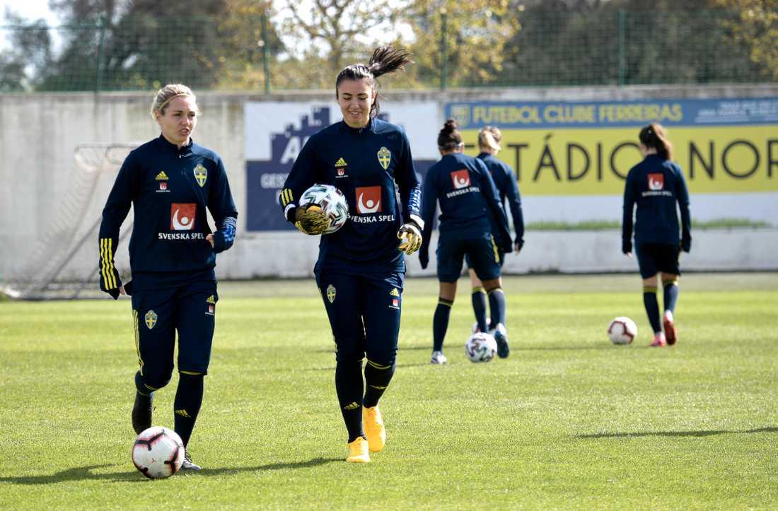 Zecira Musovic och Jennifer Falk på träning Algarve Cup 2020.