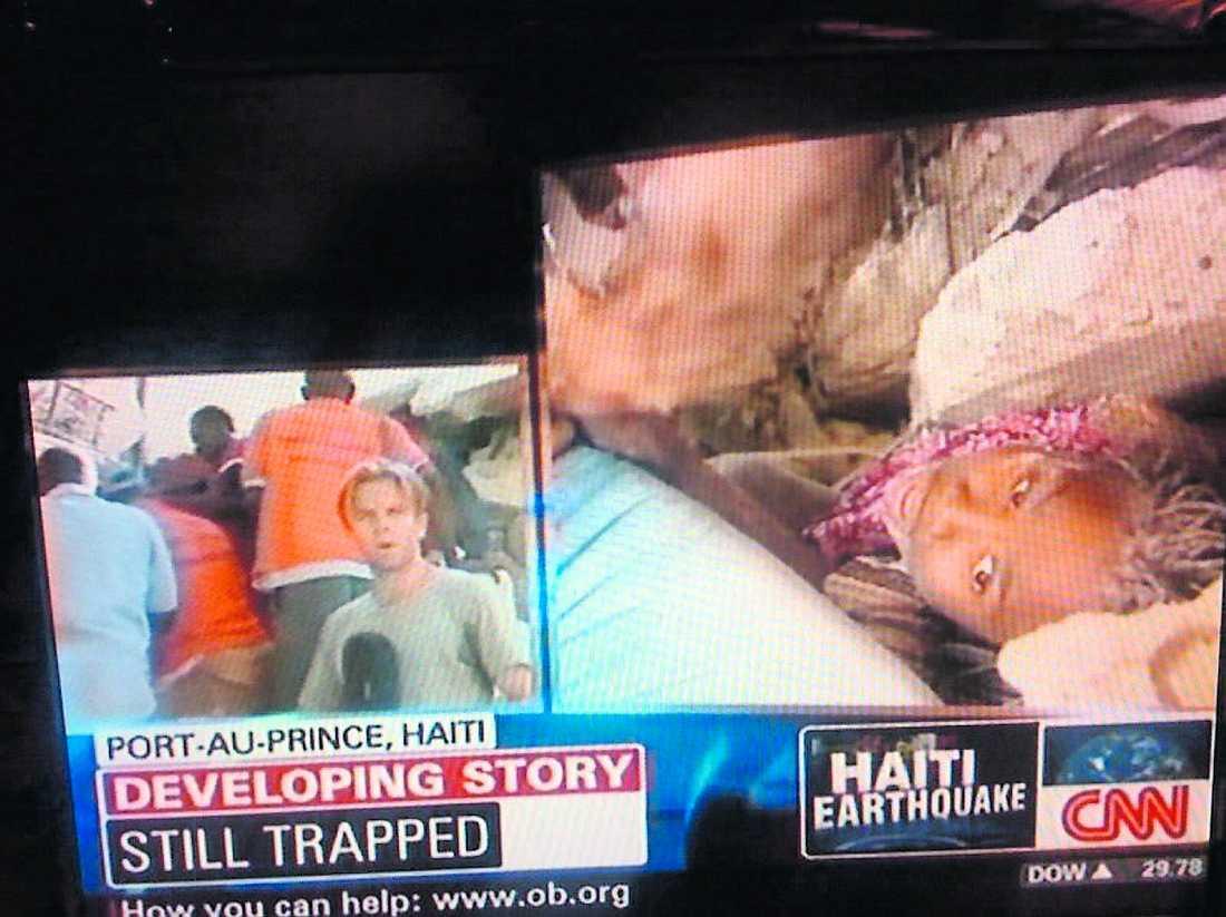 smärta Anaika, 11, satt i natt fast i ett hus. På CNN kunde man se hur hon vrålade av smärta i direktsändning. Räddningsarbetare jobbade febrilt med att få loss henne, men saknade de rätta maskinerna för att lyfta de tunga stenblocken.