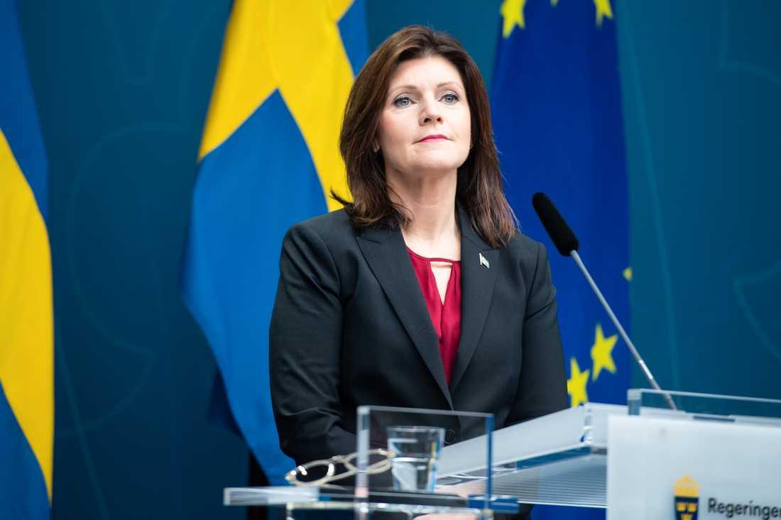 Arbetsmarknadsminister Eva Nordmark (S) vid en pressträff om las-utredningen på torsdagen.