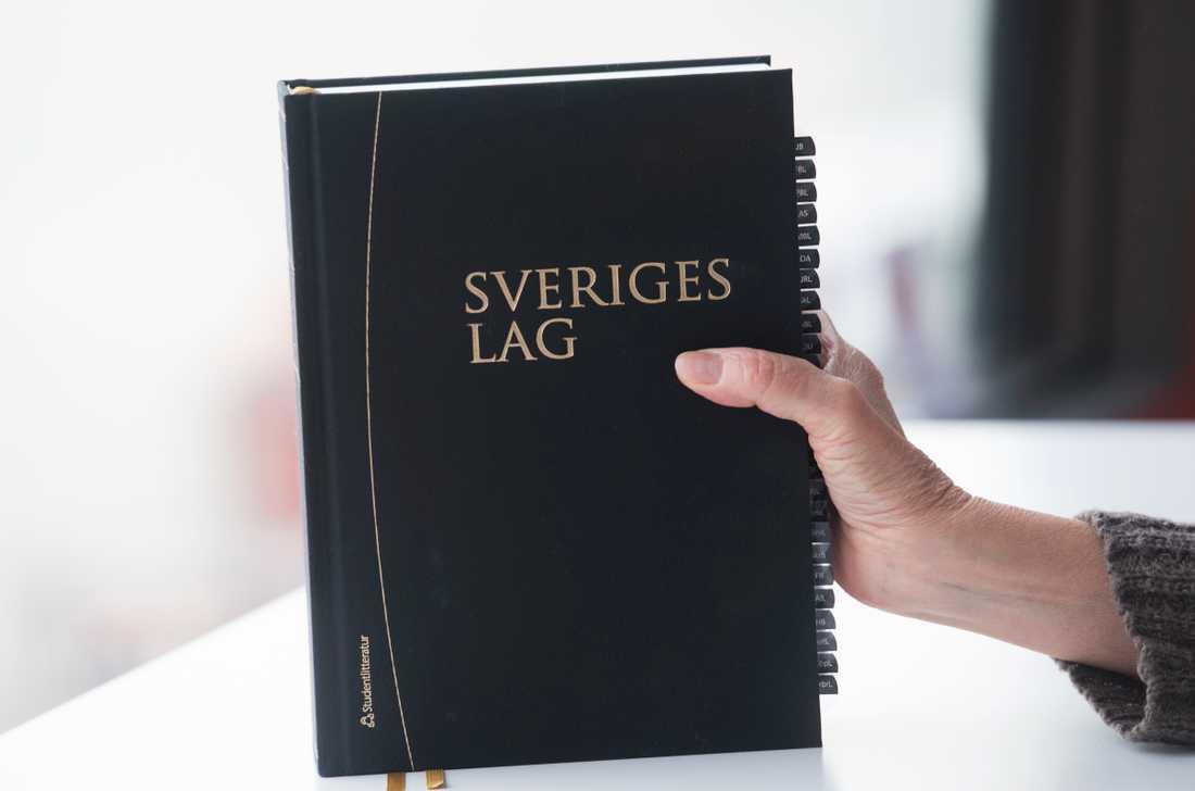 Nu väcks åtal i två ärenden där unga stockholmare är misstänkta för grova brott i Göteborg. En 20-årig man och en 17-årig flicka åtalas för mord. Arkivbild.
