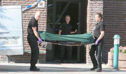TOG SITT LIV I TRAPPUPPGÅNGEN Den 21-årige mannen tog till slut sitt eget liv, i en trappuppgång ett par hundra meter från sitt hem.