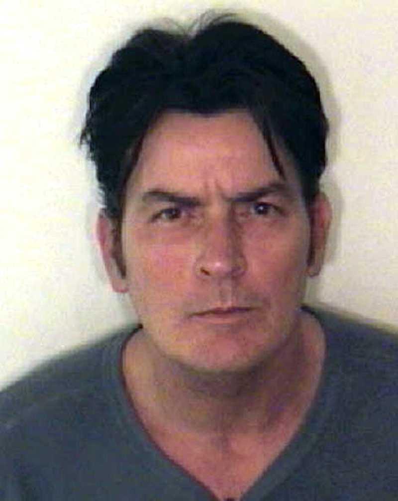 På juldagen 2009 greps Charlie Sheen i Aspen för att ha misshandlat sin dåvarande fru Brooke Mueller.