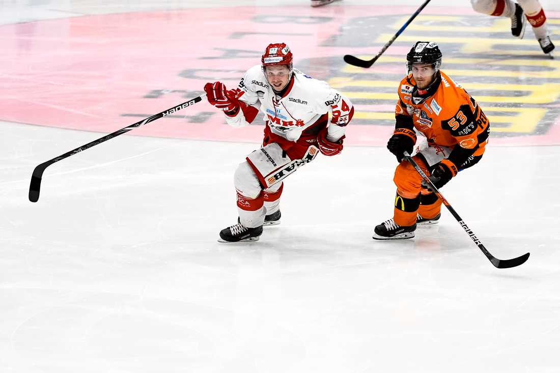 En förkyld Jonathan Dahlén missade Timrås bortamatch mot Södertälje (4–0) och riskerar även att missa stundande landslagssamling med Tre Kronor. Arkivbild.