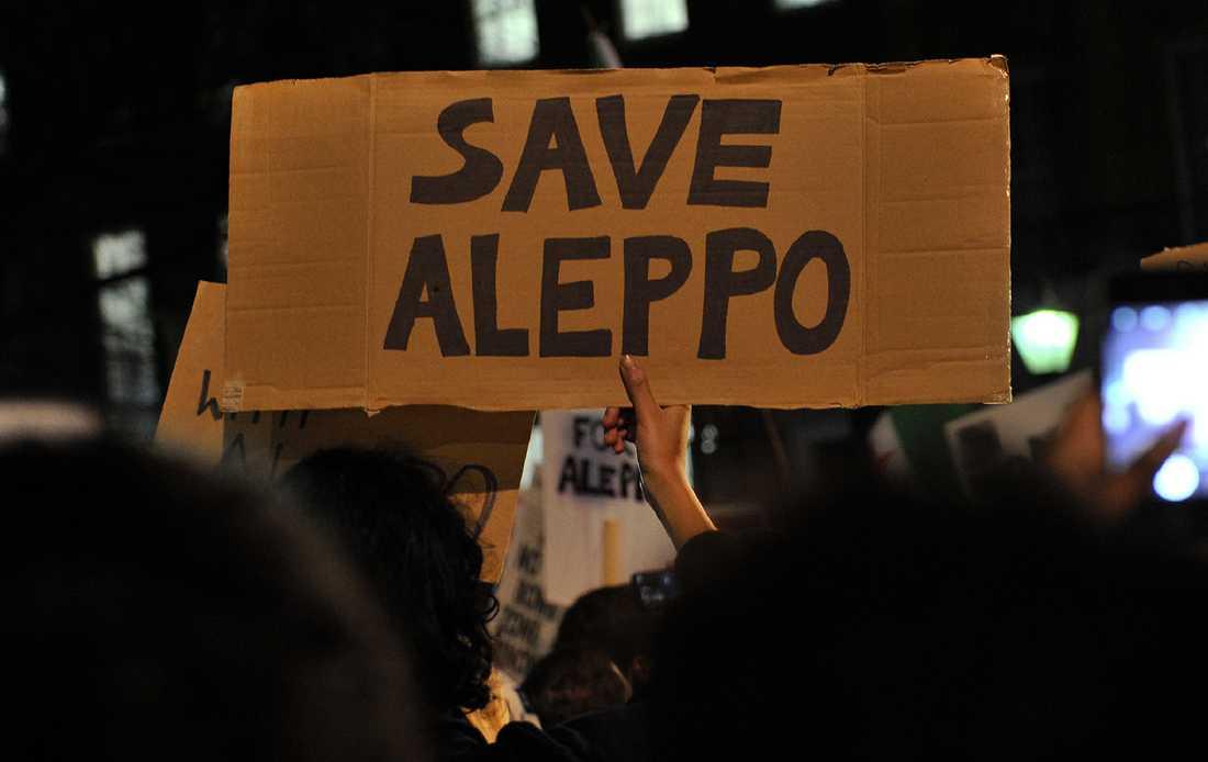 Runt om i världen hölls demonstrationer i solidaritet med Aleppos folk.