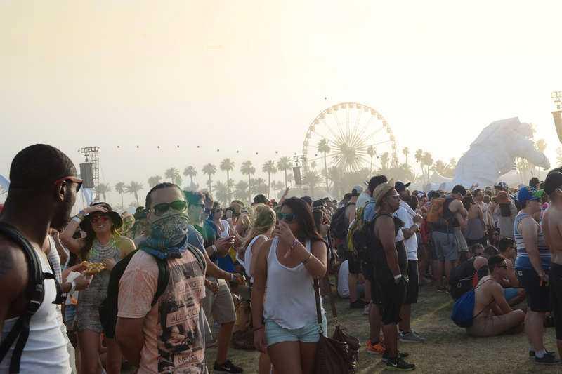 Ökenväder Utmärkande för festivalen är det varma vädret. Temperaturer runt 40 grader celsius är inte ovanligt.