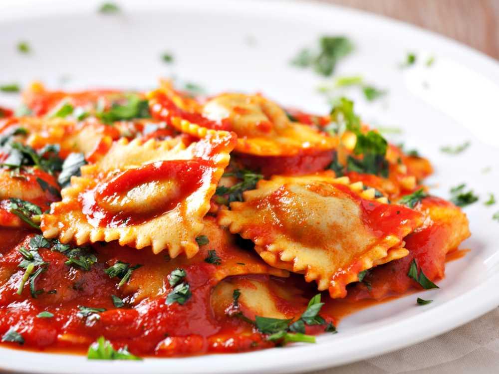Ravioli i tomatsås, enkelt och alltid lika gott.