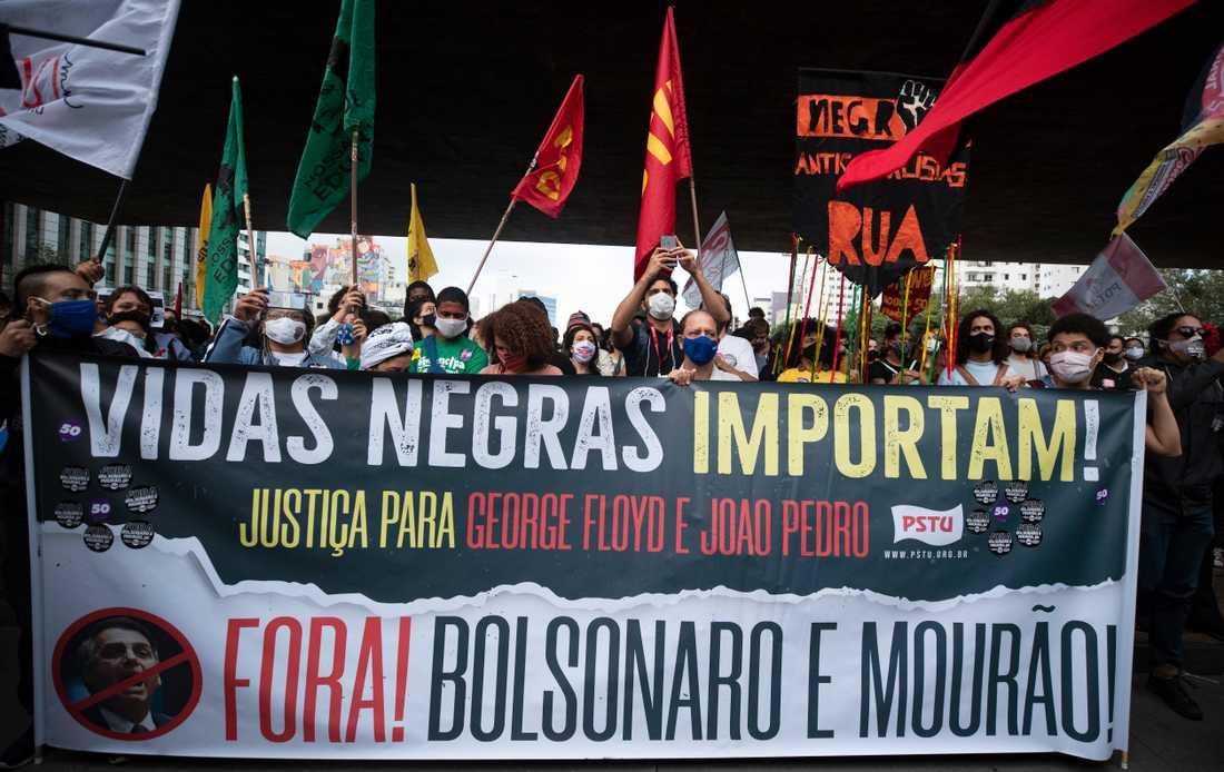 Demonstrationer mot rasism i brasilianska Sao Paulo dagen efter en uppmärksammad dödsmisshandel.