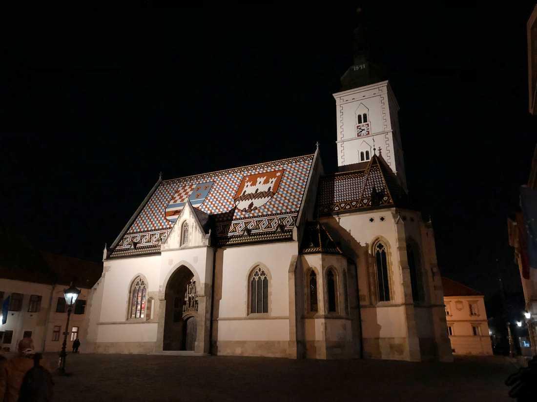Kvällsmörkret skuggar Markuskyrkan utanför det kroatiska parlamentet i huvudstaden Zagreb. Den stadigt sjunkande befolkningen skapar huvudvärk i EU:s yngsta medlemsland.