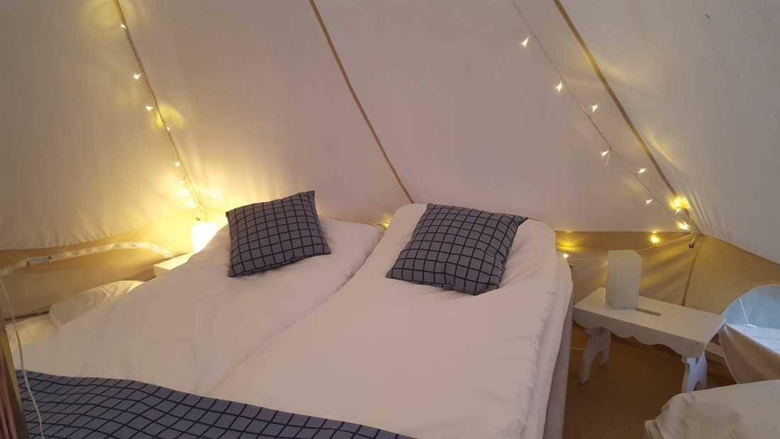 På Seläter Camping kan besökarna campa i en riktig säng.