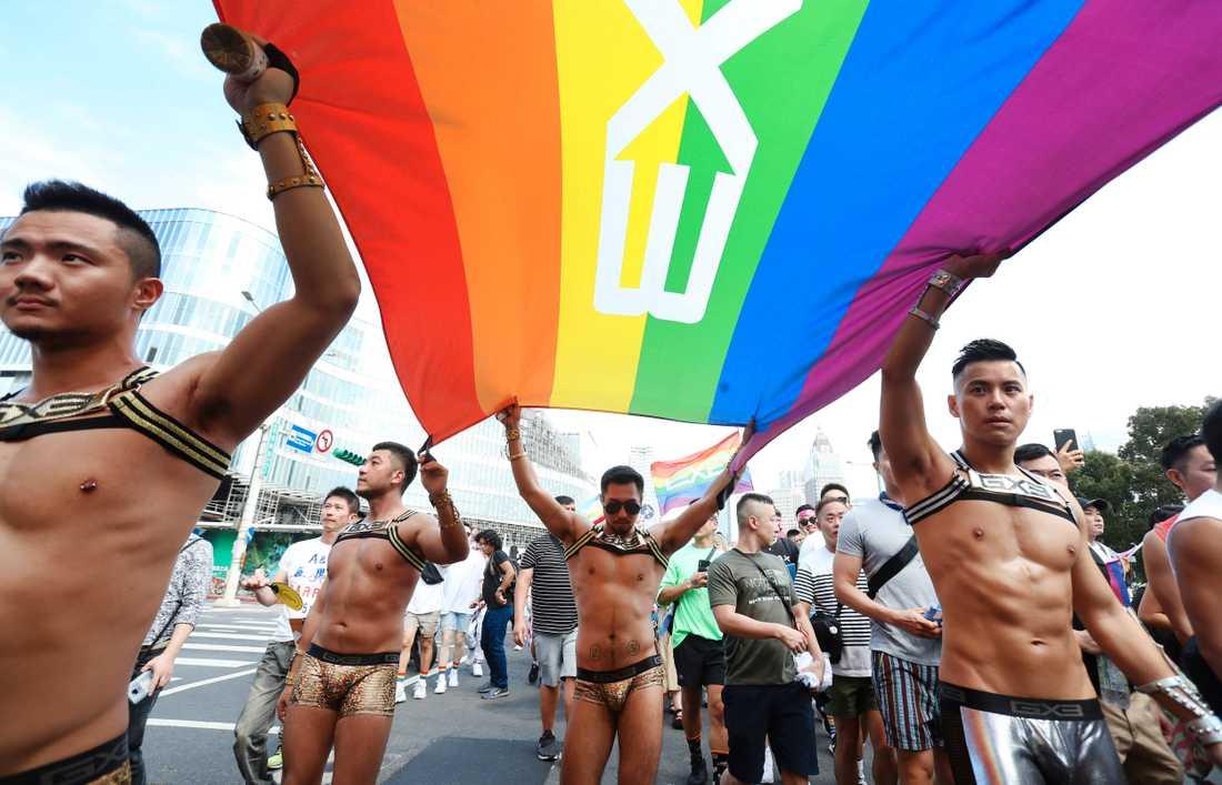 Över 200000 uppges ha deltagit i pridefestivalen i Taipei.