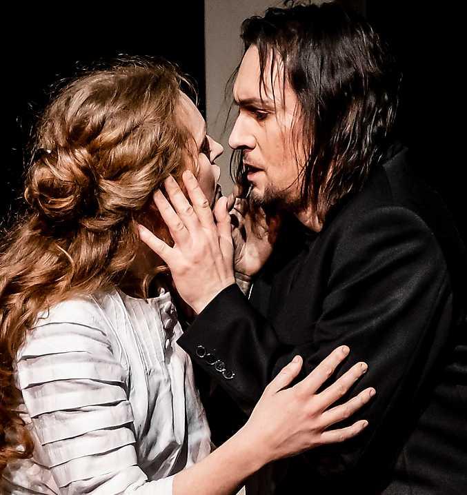 """Cornelia Beskow och Josef Wagner i """"Den flygande holländaren"""" på Malmö opera."""