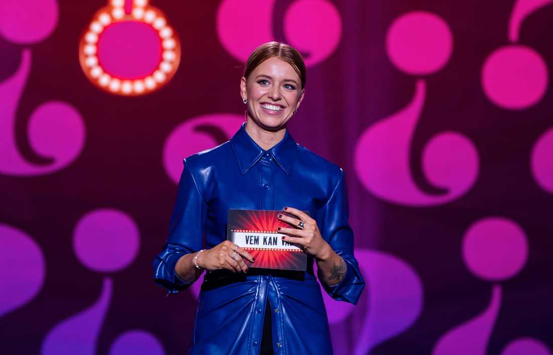 """Clara Henry är programledare för SVT:s nya underhållningsprogram """"Vem kan vad""""."""