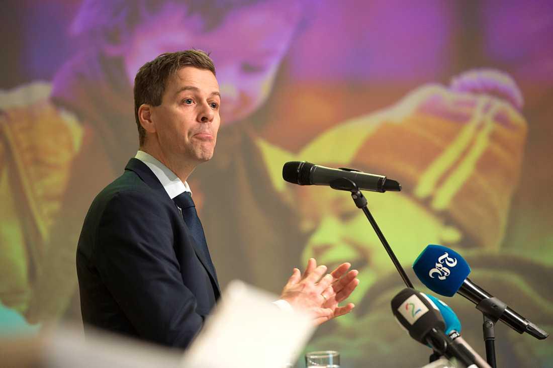 KrF:s ledare Knut Arild Hareide vill ta sitt parti åt vänster.
