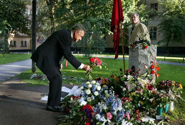 Ett år utan Anna. Bo Holmberg besöker hennes grav på Katarina kyrkogård.