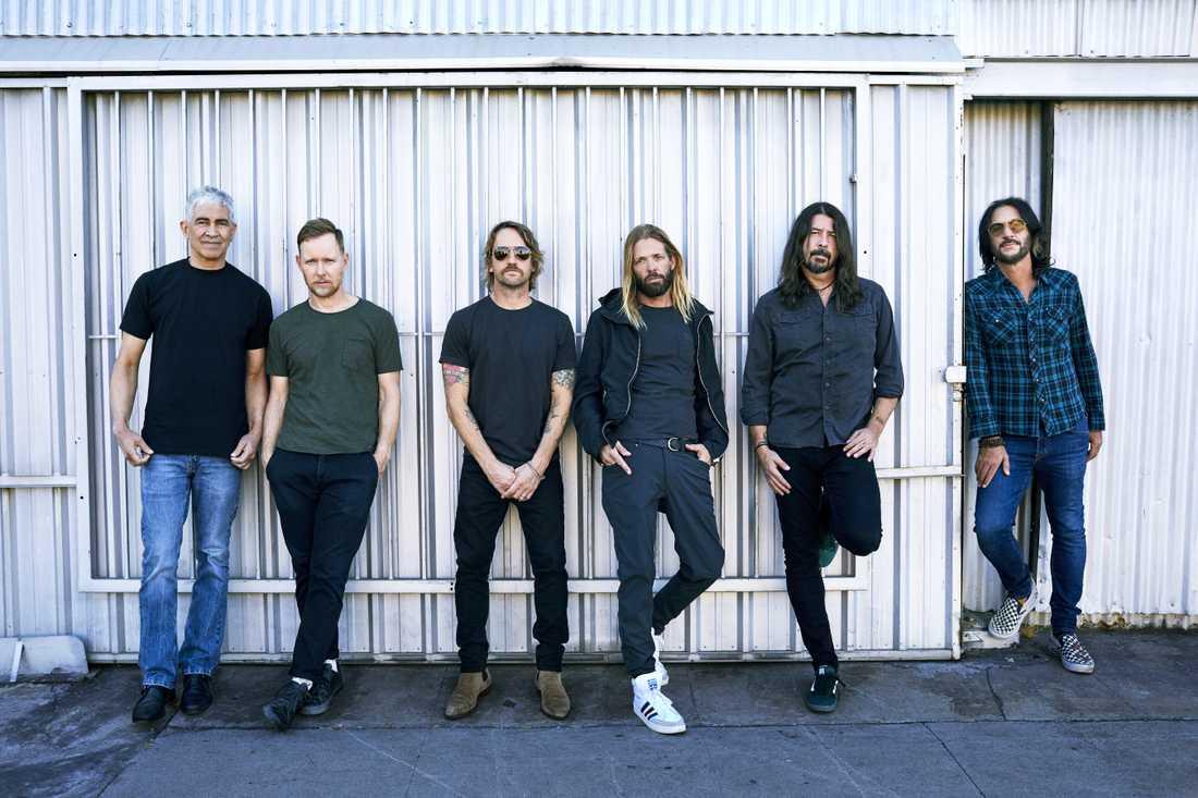25 år in i karriären tar Foo Fighters ut svängarna rejält.