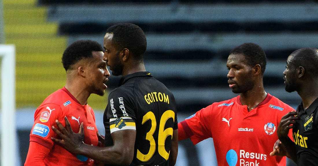 Martin Olsson (v) under AIK–Helsingborg.