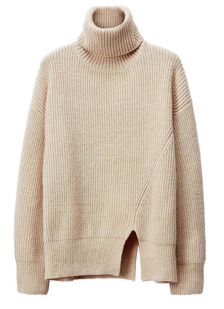 Håll värmen Att vara lite beige behöver inte vara tråkigt. Släng bara ett öga på den här stickade tröjan med slits och en krage som garanterat gör dig het. 499 kronor, H&M.
