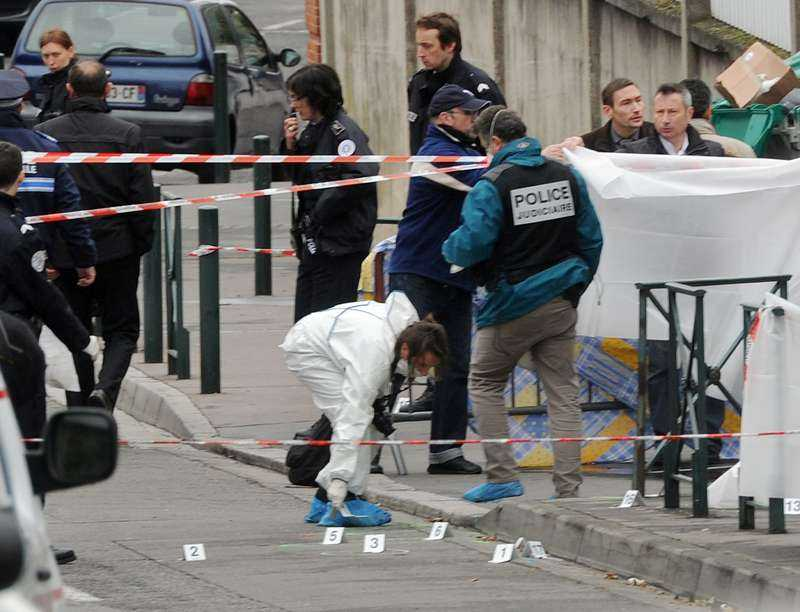 """""""SKÖT PÅ ALLT HAN KUNDE SE""""  Tidigt på morgonen slog gärningsmannen till mot skolan i franska Toulouse. Enligt ögonvittnen öppnade han plötsligt eld mitt på skolgården. En man och tre barn dog i attacken.Foto"""