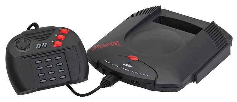 Atari Jaguar lanserades 1993 men floppade totalt. Atari marknadsförde Jaguar som en 64-bitskonsol, men den bleknade ändå jämte 32-bitskonsoler som Playstation och Saturn.