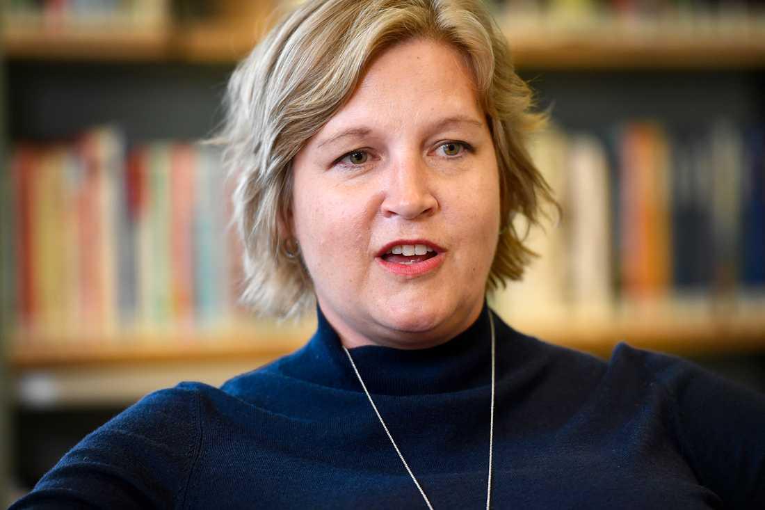 54 procent i undersökningen från Aftonbladet/Inizio känner inte till Karin Karlsbro (L).