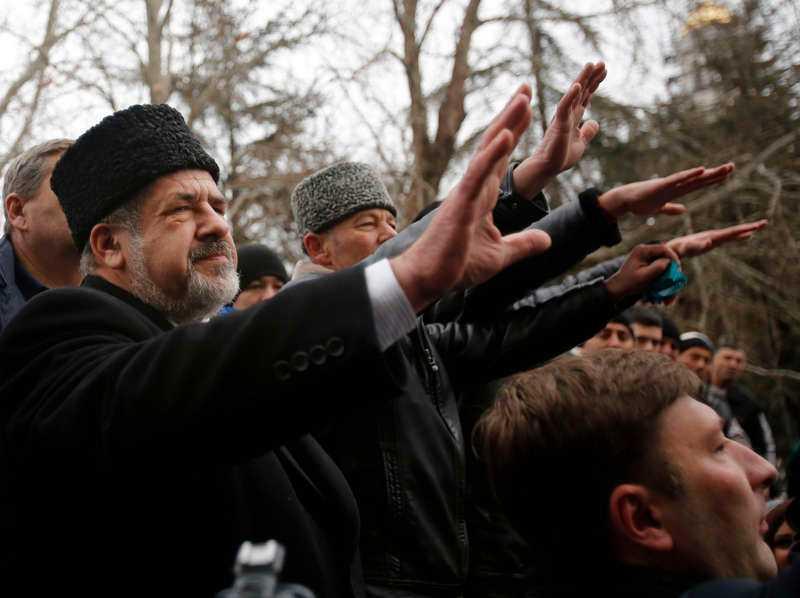tatarer på marsch Ledaren för de ryska Krimtatarerna Refat Chubarov inför sina anhängare vid en demonstration i Simferopol i förra veckan där mer än 100 000 personer visade sitt stöd för Majdanrörelsen.