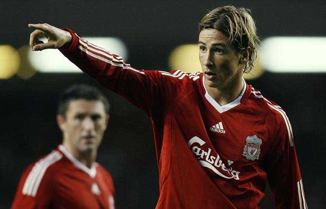 Tillbaka Både Steven Gerrard och Fernando Torres är tillbaka efter skador och finns med i truppen som ställs mot Manchester United i morgon.