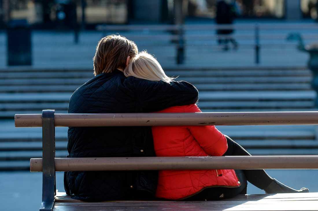 """Kvinnor som har ett förhållande med en """"ful"""" man är lyckligare, visar forskning."""