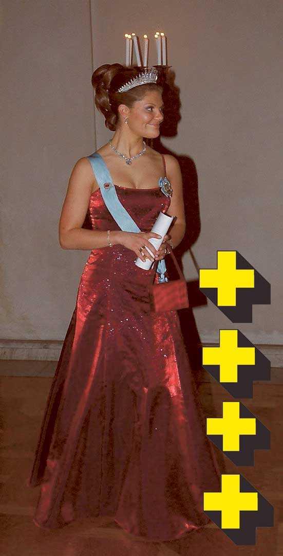2001: Superhärlig klänning som skulle ha funkat 2008. Paljetter är hetare än hetast, den djupröda färgen klär henne och känns dramatisk och snygg. En lagom urringning gör det till en läcker modell.