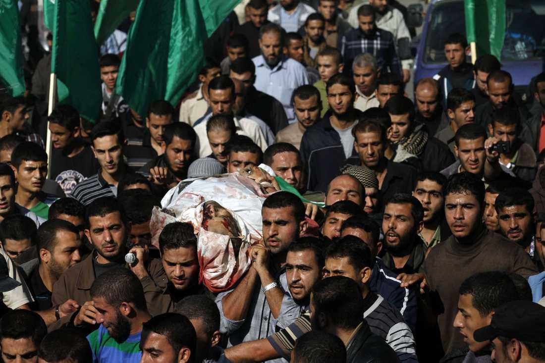 Hamasledaren Ahmad Jaabari förs till sista vilan.