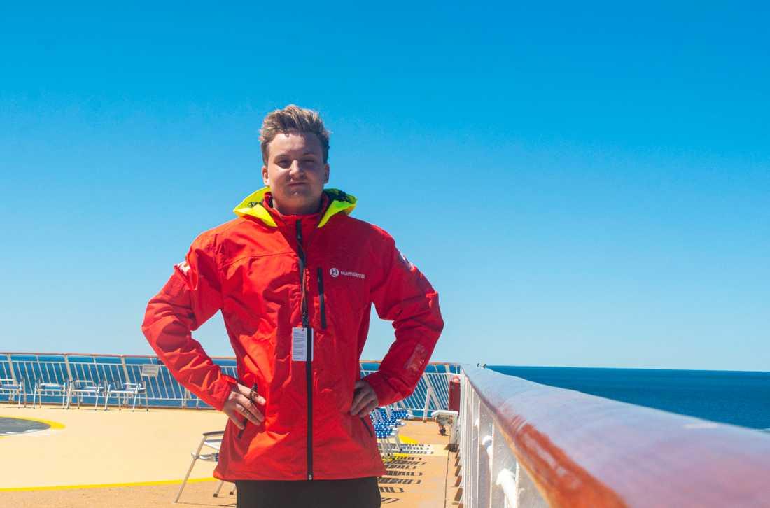 Det är vår på Antarktis, men skulle man frysa under resan får man hjälp med kläder, berättar Joakim.