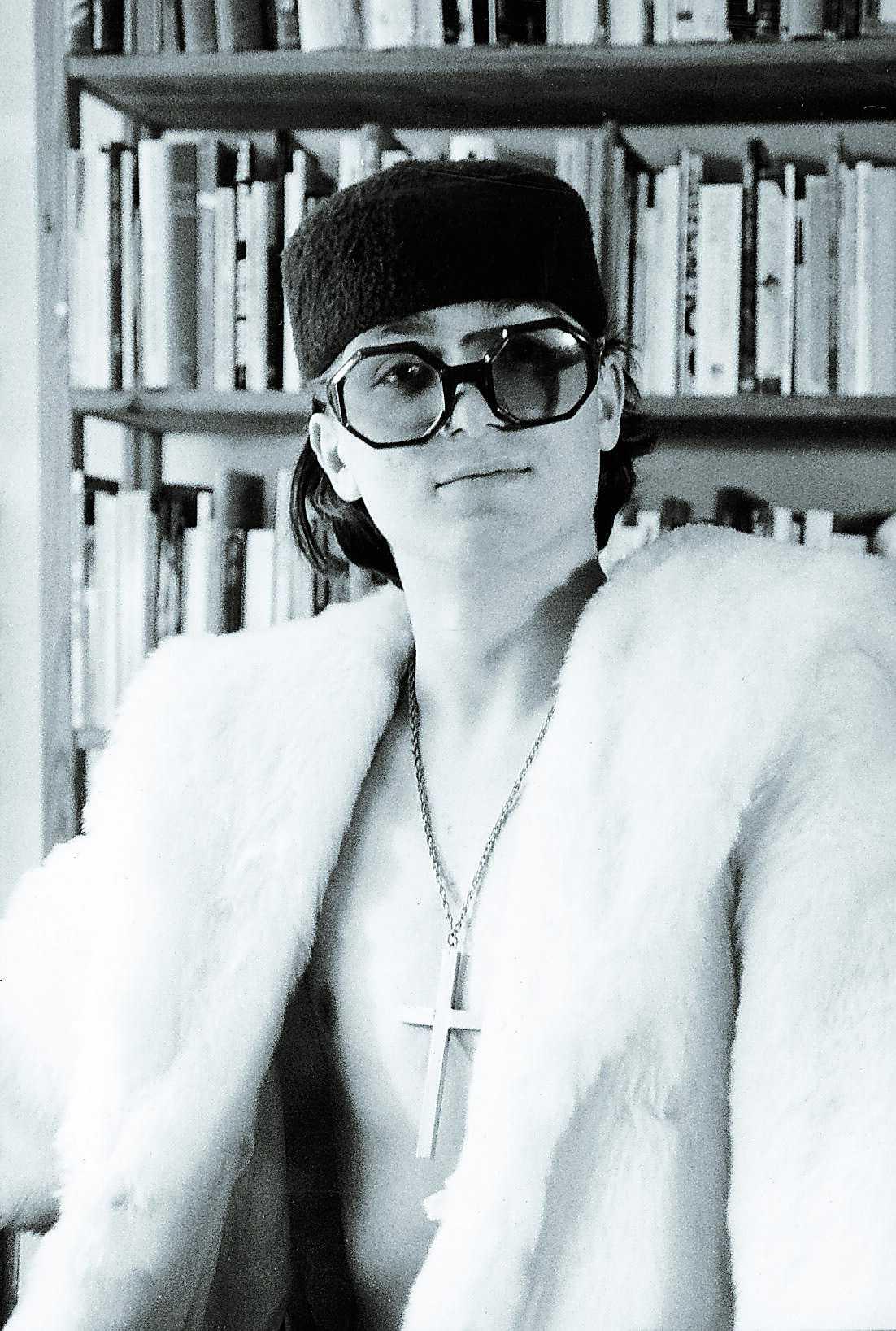 1988 poserar unge författaren Moodysson i hatt och päls.