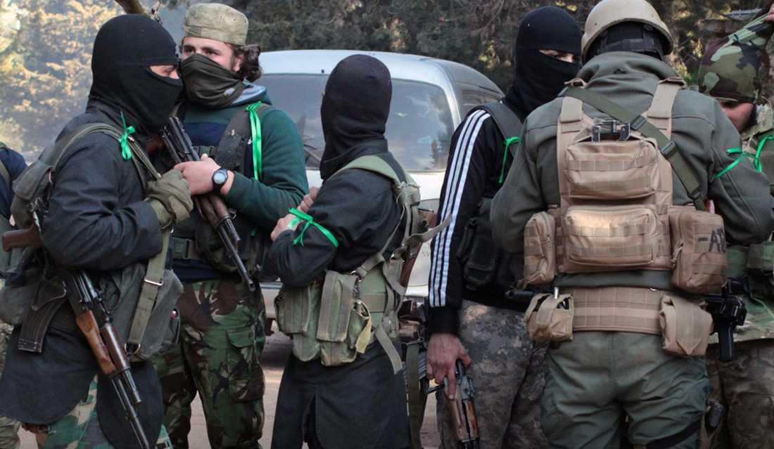 Beväpnade anhängare till Hayat Tahrir al-Sham i Idlib syns på en bild som distribuerats genom kanaler med kopplingar till al-Qaida. Arkivbild.