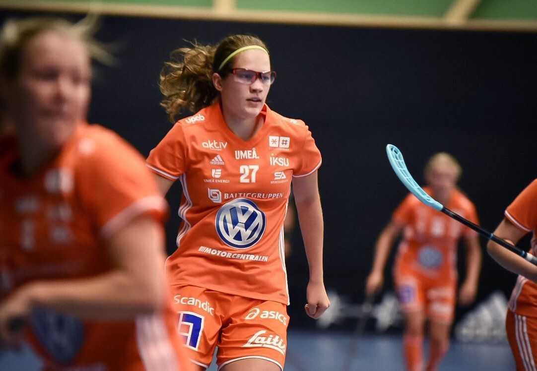 Oona Kauppi är tillsammans med sin tvillingsyster Veera nykomling i Iksu.