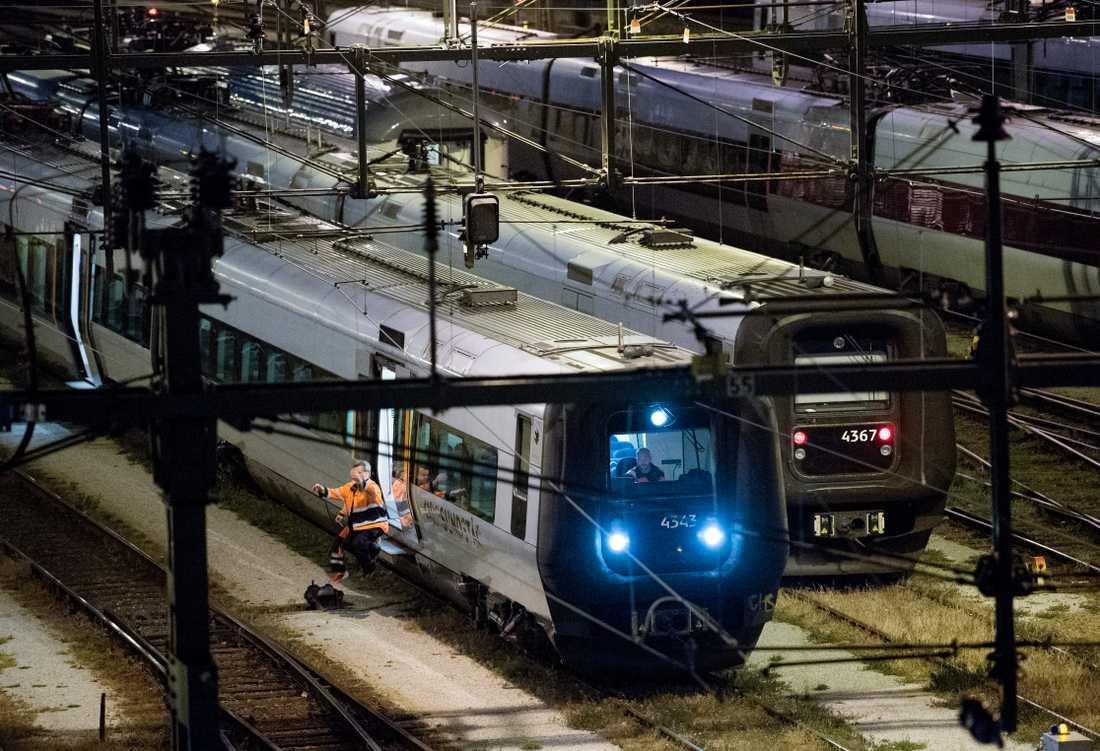 Att klättra upp på stillastående tåg är en livsfarlig lek, varnar Trafikverket. Arkivbild