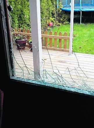 Det var inte många fönsterrutor som var hela efteråt.