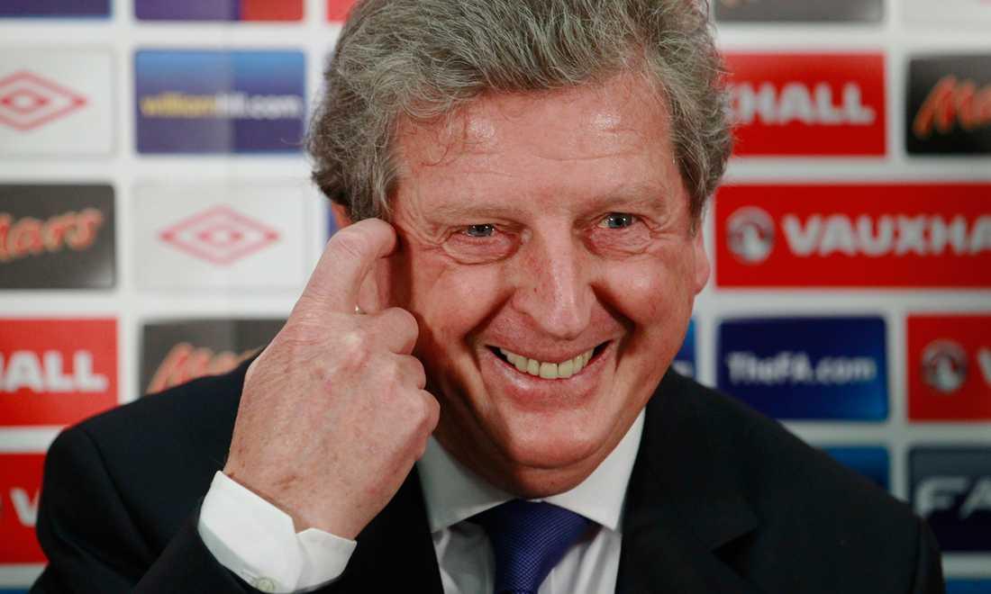 En lycklig Roy Hodgson på presskonferensen.