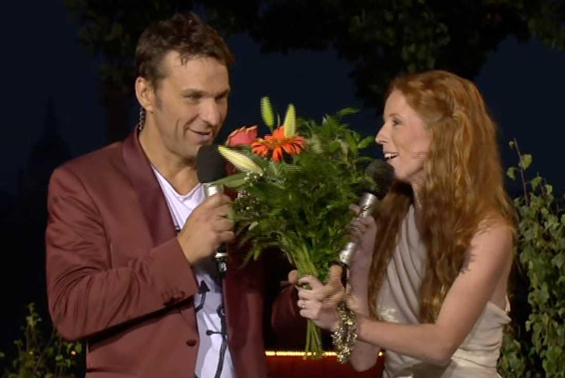 Anders Lundin firades med blommor.