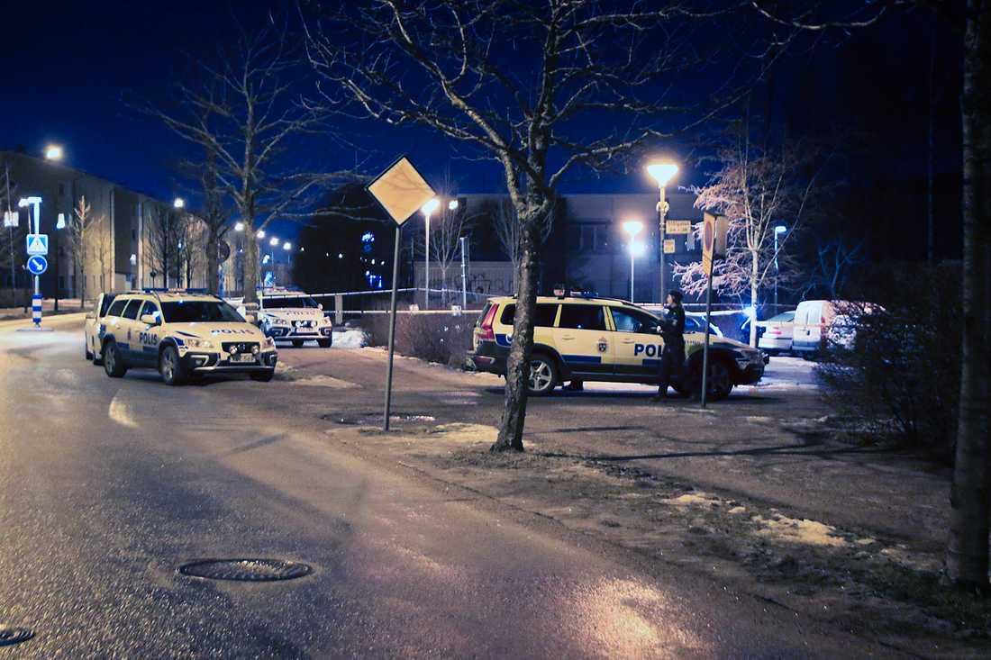 Skottlossningen inträffade på Stålgatan i stadsdelen Slavsta i Uppsala.