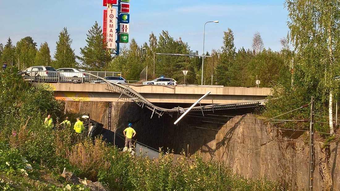 Minst fyra personer har dött i svår bussolycka i Finland.