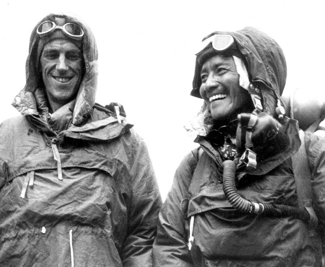 Tenzing Norgay (till höger) och Edmund Hillary var först ut att officiellt bestiga Mount Everest 1953. Arkivbild.