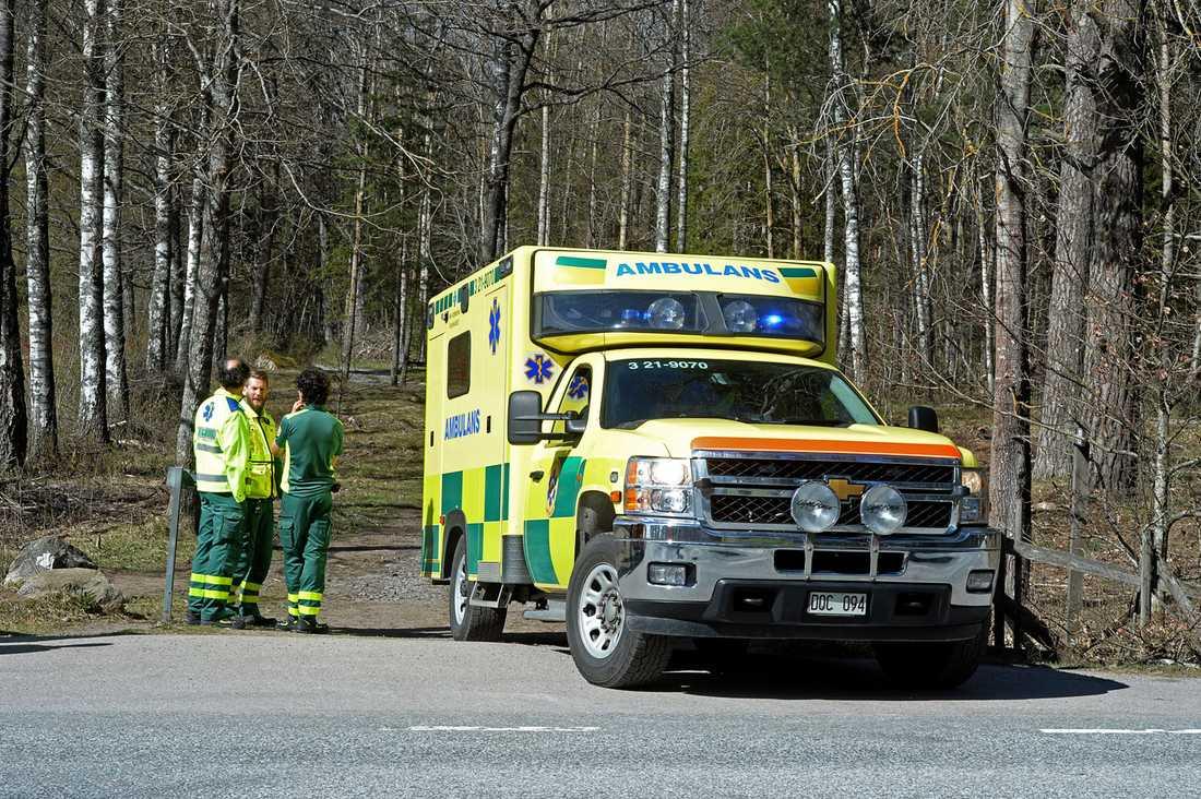 Ambulans kallades till platsen.