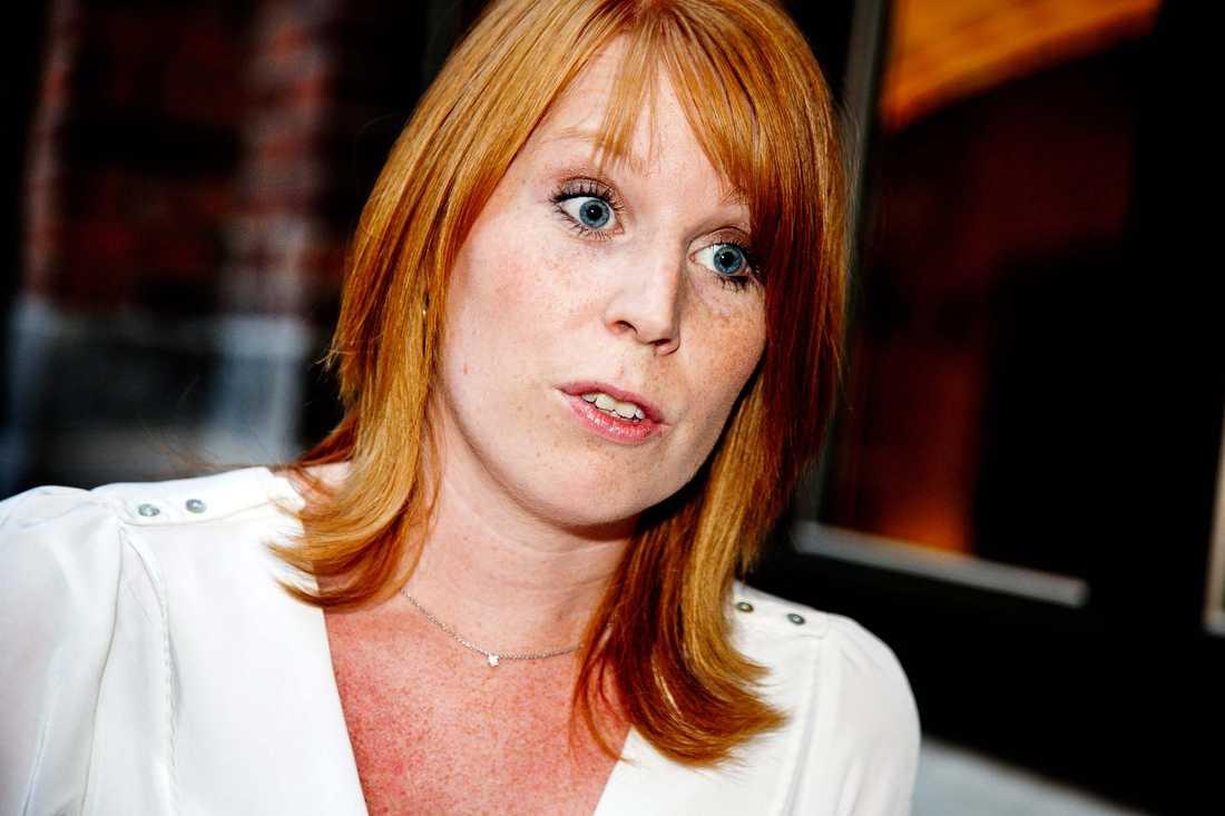 Sitter säkert enligt spelbolag Det stormar kring Centerns partiledare Annie Lööf. Trots det blir hon kvar som partiledare enligt ett spelbolag – ända fram till valdagen 2014.