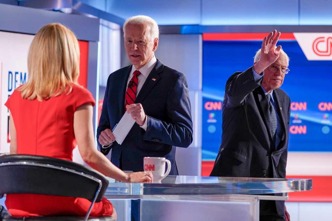 Joe Biden och Bernie Sanders under debatten som modererades av CNN-journalisten Dana Bash.