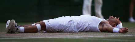 Utmattad men lycklig Rafael Nadal är helt slut efter maratonfinalen som ledde fram till hans första Wimbledon-titel.