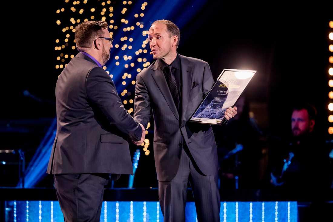 Svenska hjältas jurymedlem Mattias Klum ville hylla Lasse Wennman på scenen.