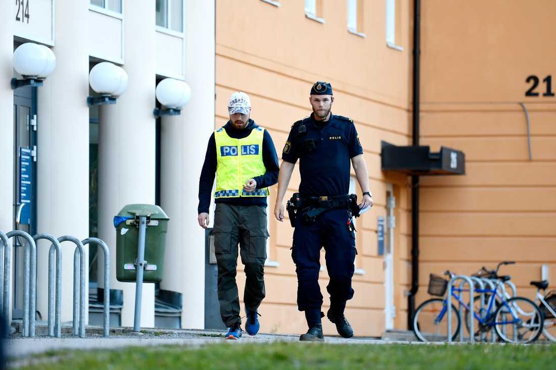 Händelsen ägde rum vid en skola i Tullinge i södra Stockholm.